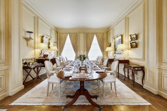 Раскладной классический деревянный стол на десять персон