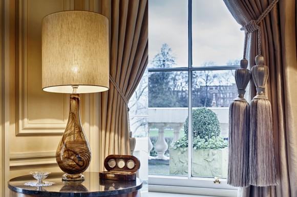 Лампа со стеклянным основанием