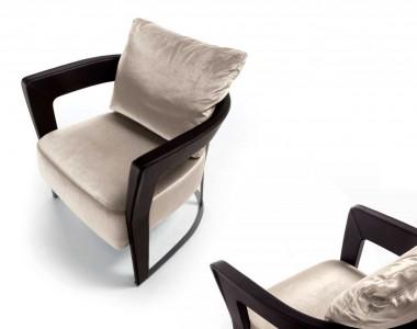 Кресло с кожаными подлокотниками Longhi Agatha
